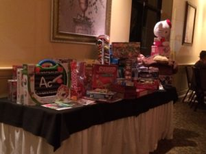 2015_dinner_toy_table